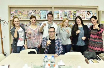 Polaznici prolećnog semestra sa jednim od predavača, Aleksandrom Filipovićem
